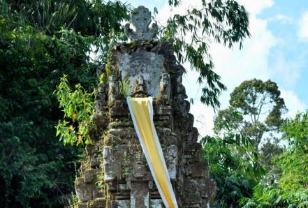 W każdej jest też najświętrze miejsce: tron bóstwa, któremu poświęcona jest świątynia.
