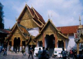 Wat Phra That Doi Suthep - miejsce pielgrzymek, najbardziej czczony kompleks świątynny na północy Tajlandii, 14 w.