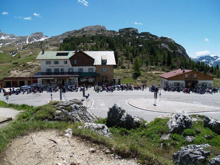 Passo Falzarego (2105).