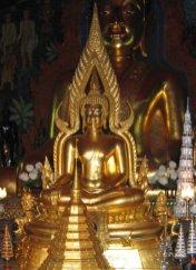 Budda dotykający ziemi - ymbolizuje oświecenie Buddy, podczas którego tylko Ziemia była tego świadkiem.
