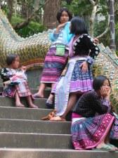 Folklor na sprzedaż niestety... północ Tajlandii to w większości plemiona laotańskie i birmańskie.