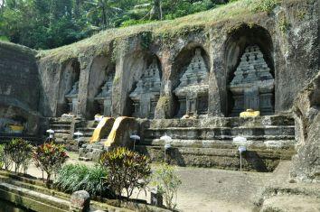 Podobnie jak poprzednia pura Gunung Kavi Sebatu, ta też pochodzi z XI wieku, ale poświęcona jest duchom dawnych władców balijskich.