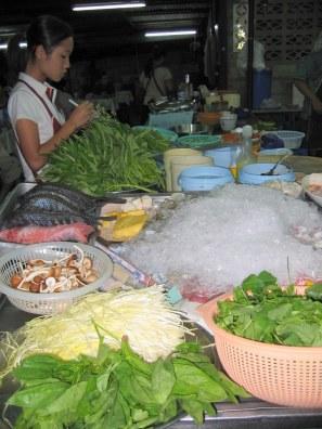 Nie... to nie targ - to nasza ulubiona knajpa w Chiang Mai.