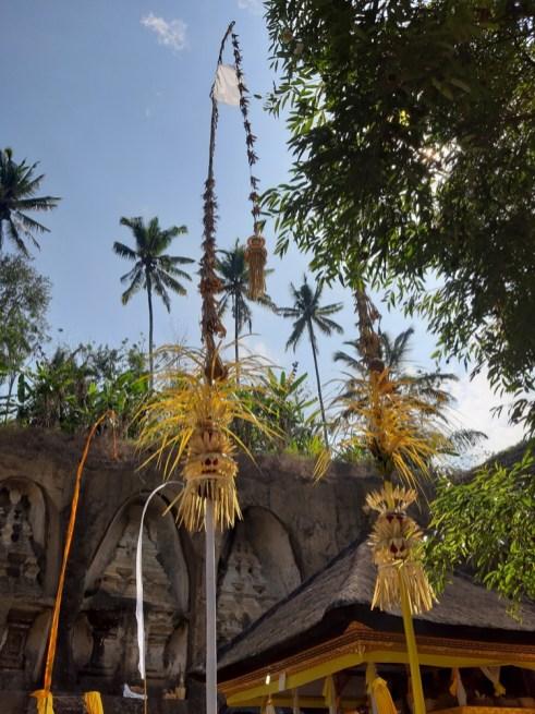 Penjary dają sygnały bogom, że w świątyni coś się ku ich czci dzieje.