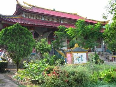 Pagoda w wiosce chińskiej pod granicą z Birmą... pomieszanie kultur.