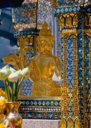 4-głowy Brahma, ma szczególną w tym miejscu moc spełniania życzeń.