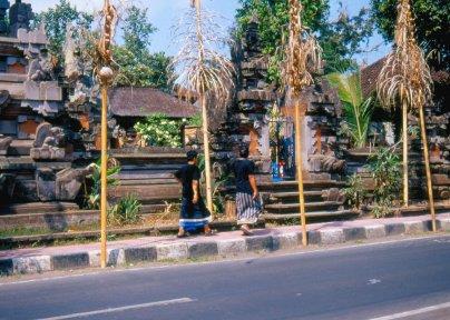 Przyuliczna Pura, balijska świątynia hinduistyczna.