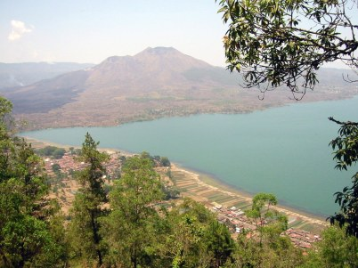 Gunung Batur 1717m (czynny).