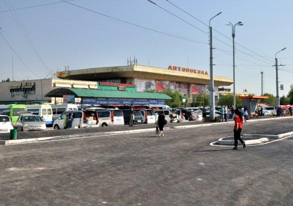 Biszkek. Najważniejszy dworzec w stolicy Kirgistanu - Zapadnyj Awtowokzal, mieżdunarodnyj dworzec autobusowy. Tu kilka razy przyjeżdżaliśmy i stąd kilka razy wyjeżdżaliśmy.