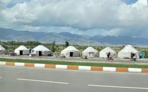 Jedziemy w poprzek Kirgistanu.