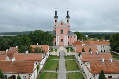 Z Wieży Zegarowej: dziedziniec, eremy i kościół.