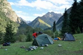 Stawiamy obóz 1. Wysokość: 2500 m.