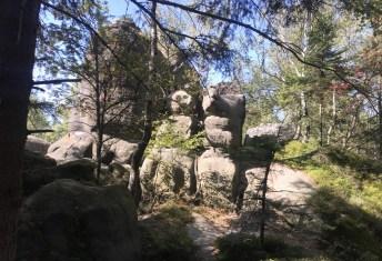 ... pomiędzy skały...