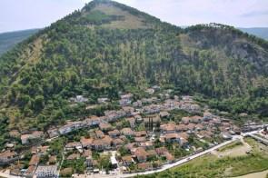 Turecka dzielnica Beratu - Gorica. To ta po drugiej stronie rzeki Osum.