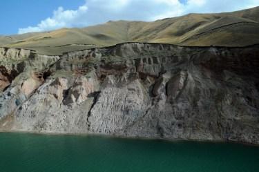 Sztuczne jezioro w okolicach kopalni pod przełęczą Karakecze.