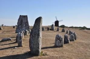 Gettlinge (pd Olandia) - miejsce pochówku wojowników wikingów. Skandynawski zwyczaj z Ery Wikingów (VIII-XIw.), gdzie na miejscu pochówku ustawiano kamienie tworzące obrys statku.