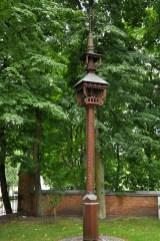 Krzyżosłup w Birsztanach. Takie arcydziełka są bardzo charakterystyczne dla krajobrazu Litwy. Stawiane często przy drogach. Specyficzne połączenie rzeźby, kowalstwa, malarstwa.