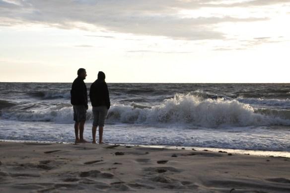 Morze szumiało całe dnie, ale też i noce. Cały czas. Nie było spokojnej wieczornej bryzy. Był huk.