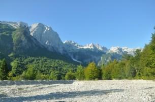 Początek trasy z Rrogam do Theth przez przełęcz Qafa e Valbones (ok. 1800).
