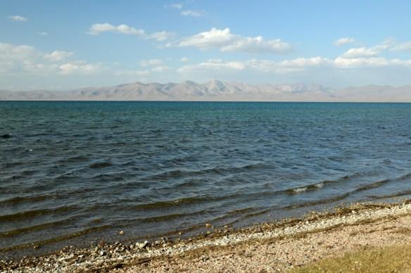 Temperatura wody w lecie wynosi ok. 11-12°C. Od listopada do maja jezioro zamarza.