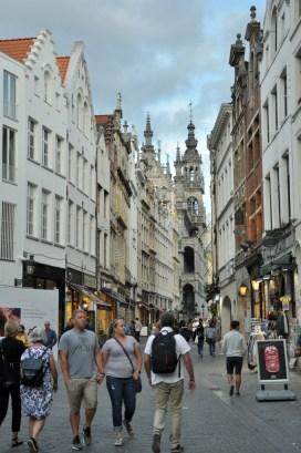 Rue de la Colline, czyli w stronę Wielkiego Placu.