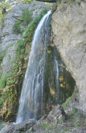 Wodospad Grunas w okolicach Theth.