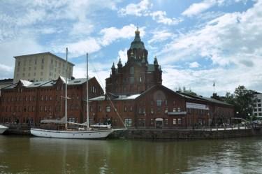 Taki zestaw: słynna hala rybna i największy sobór prawosławny w Europie Zachodniej.