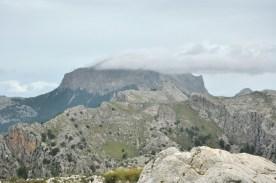 Wulkan na Majorce! Nieźle dymi! Nieee, to prywatna chmurka nad najwyższym szczytem Balearów, Puig Major :)