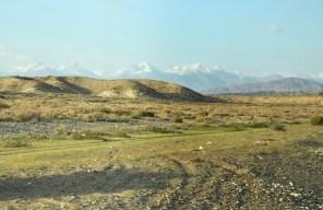 O poranku za namiotami wyłoniły się takie góry.