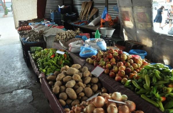 Nieco z życia albańskich bazarów.