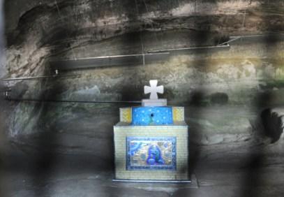 """Święte źródełko """"Łzy Dawida"""" (właśnie Dawid Garedża), jedyne ujęcie wody w skalnym mieście."""