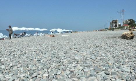 Plaża kamienista, ale to pikuś. Woda ciepła!!!!