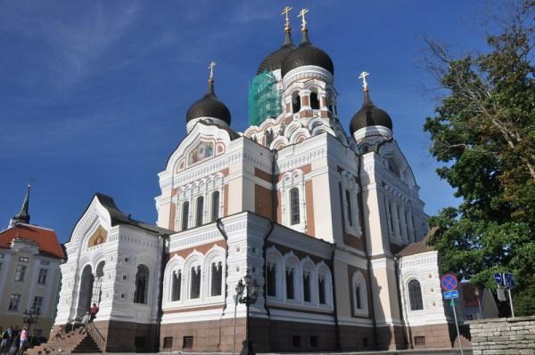 Sobór Aleksandra Newskiego, z XIX w., pozostałość po carskiej Rosji.