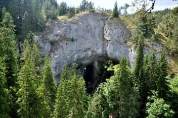 Czudnite Mostowe. Ogromne marmurowe łuki łączące oba brzegi rzeki Dylbok Dol (Głębokiego Wąwozu). Duży most (długość 96 m, wysokość 70 m, szerokość 12-15m.).