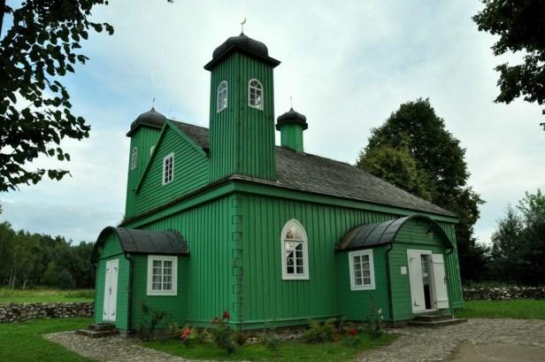 Kruszyniany. Bardziej przypomina chrześcijański kościółek niż meczet. Budowali go miejscowi cieśle (chrześcijanie i żydzi), którzy nigdy w życiu nie widzieli meczetu, więc zbudowali go tak, jak umieli, wg znanych sobie wzorów.