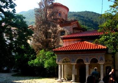 Monastyr Baczkowski (1083r). Jeden z trzech klasztorów stauropigialnych (podlegających bezpośrednio Patriarsze, a nie biskupowi) na terenie Bułgarii.