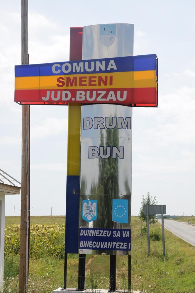 Drum bun - szczęśliwej drogi - na rogatkach każdej wsi i miasta.