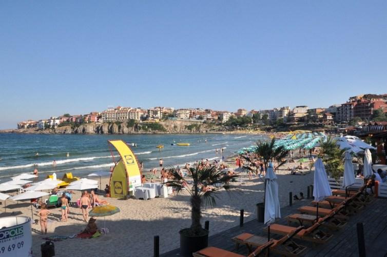 Sozopolska plaża w centrum miasta, już opustoszała, ale i tak cieszymy się, że rozlokowaliśmy się z dala od kurortu.