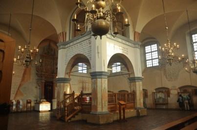 Bima to centralne miejsce w synagodze (odczytywana jest z niej Tora).