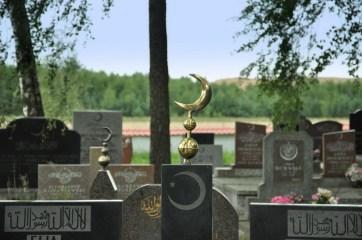 """Mizar (cmentarz tatarski) w Bohonikach - część nowsza. W Polsce są podobno """"czynne"""" tylko 3 mizary: ten w Bohonikach, w Kruszynianach (kilka zdjęć dalej) i w Warszawie."""