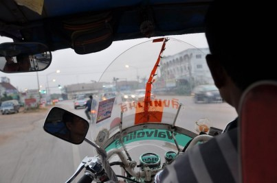 Świat zza kierownicy tuktuka.