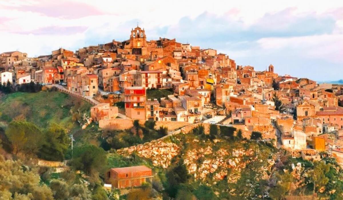 سان جيوفاني في مقاطعة كامبوباسو، بإقليم موليزي الإيطالي تقدم منازل مجانية للسّياح