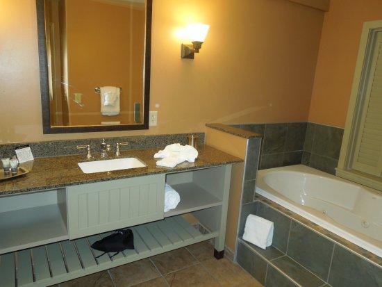 bathroom at 1000 Islands Harbor Hotel