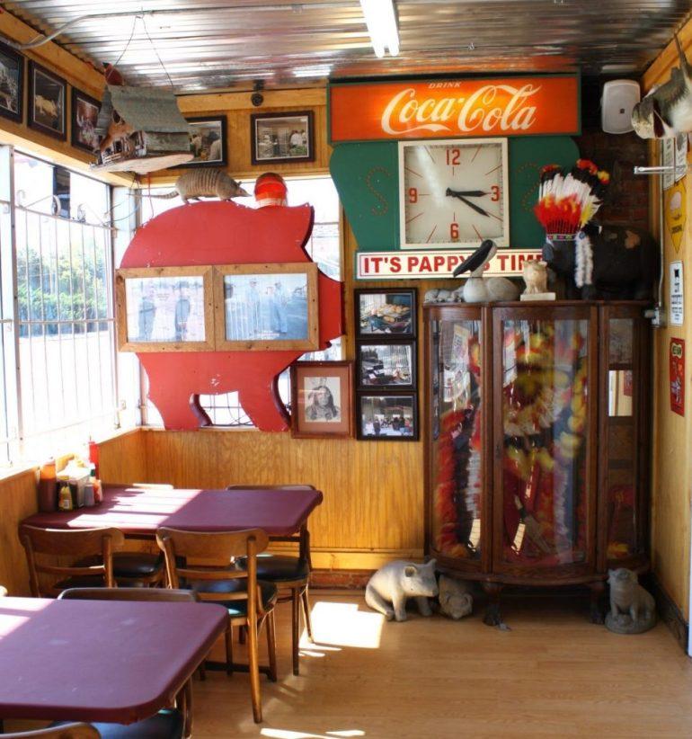 Red's Barbecue interior