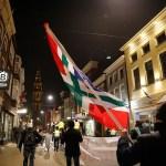 Groninger vlag door de straten van de Stad