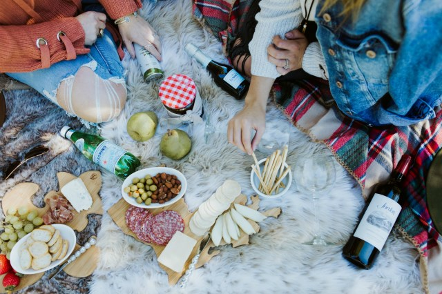 What to pack for a fall picnic