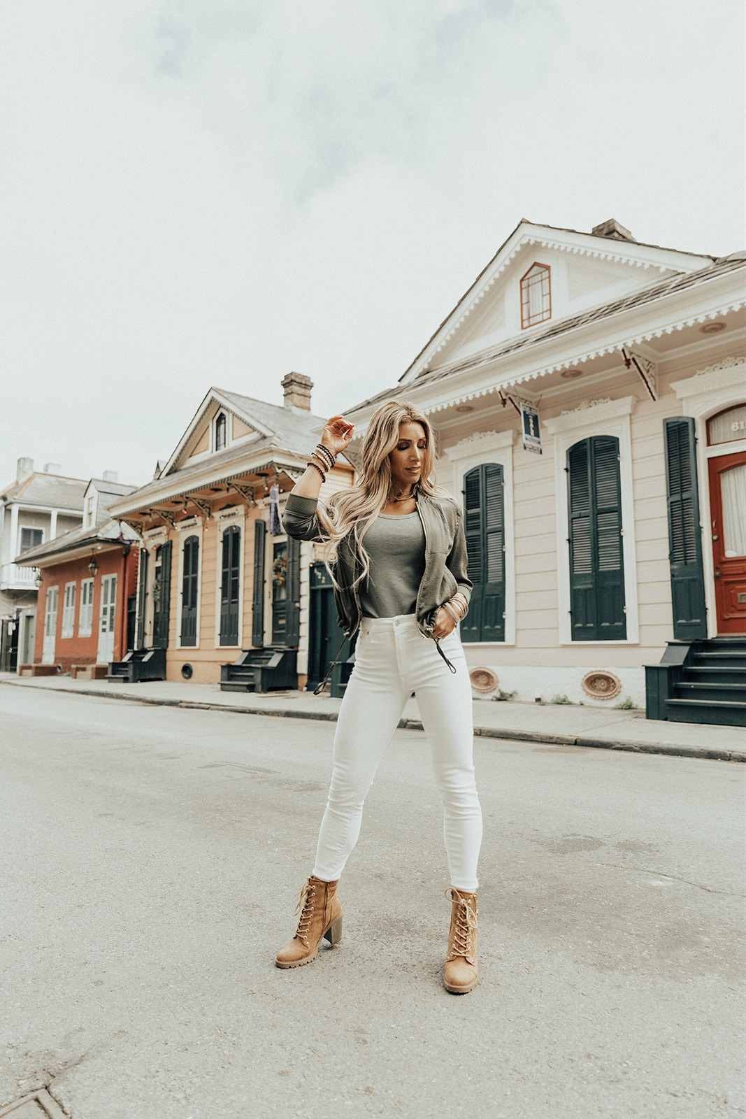 white jeans outfit women's