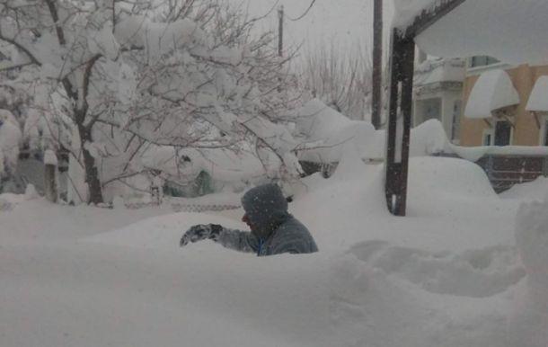 Apocalytipsche sneeuwval op het Griekse eiland Euboea, ten noordoosten van Athene. Foto van 9 januari (bron: Severe Weather Greece).