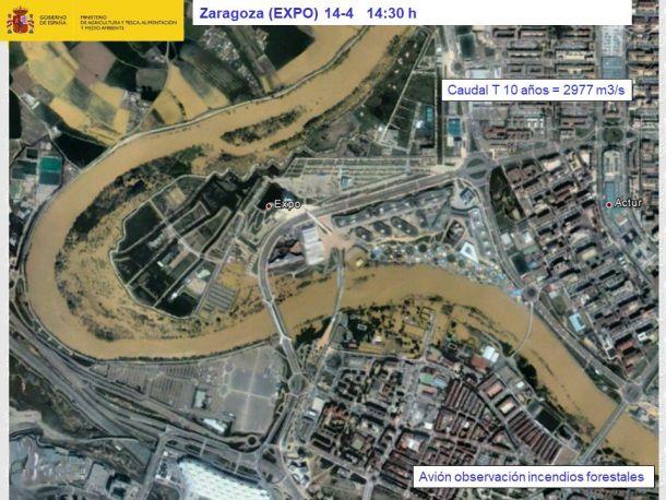 Ebro in Zaragoza buiten zijn oevers vanwege de  grote hoeveelheden neerslag van de laatste tijd, 14 april 2018 (bron: Mapama).