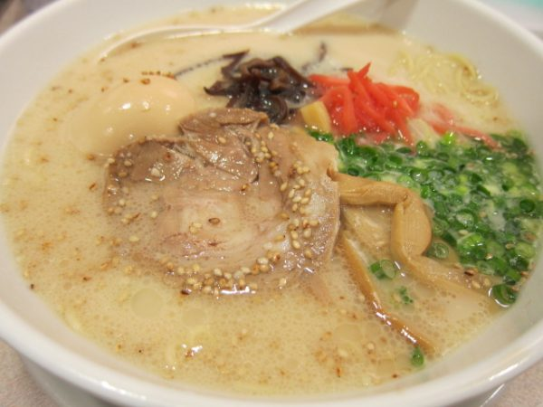 Enjoy local cuisine in Fukuoka !